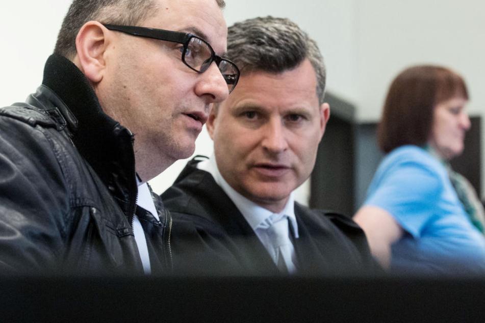 Wilfried W. (li.) und Angelika W. (re.) stehen bereits über ein Jahr vor Gericht in Paderborn.