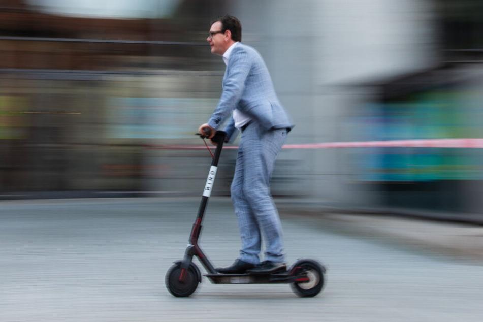 Ab dem 15. Juni dürfen E-Scooter mit Betriebserlaubnis und Haftpflichtversicherung benutzt werden (Symbolbild).