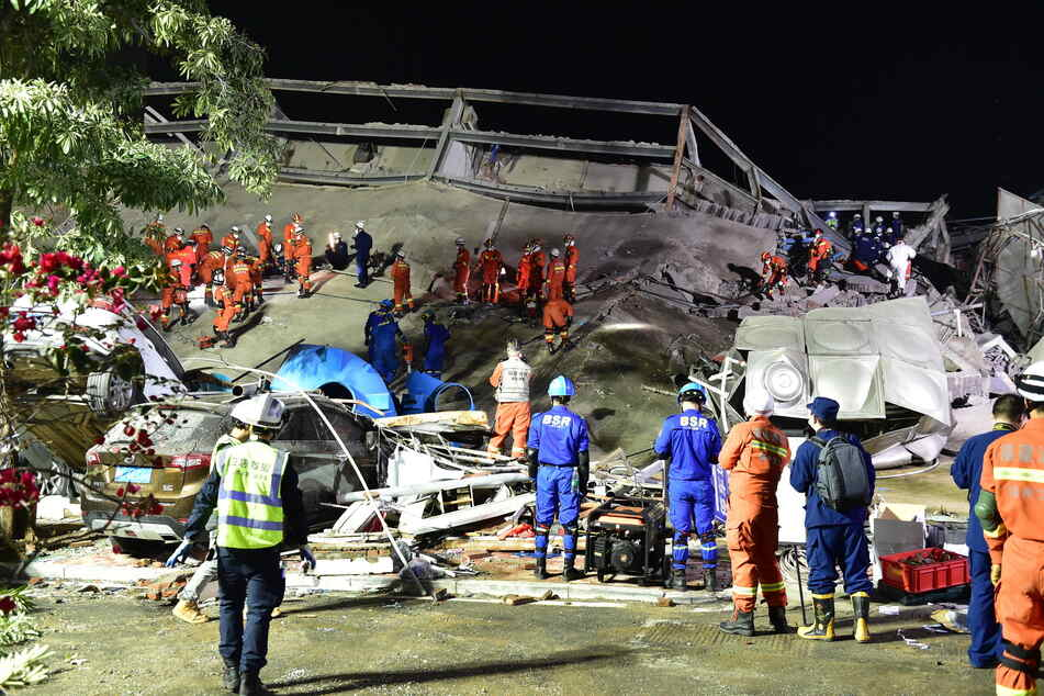 Nach Einsturz von Quarantäne-Hotel:Zahl der Todesopfer erneut gestiegen