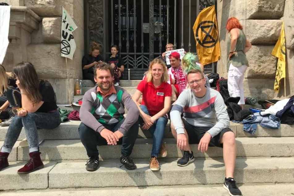 Von links nach rechts: Christopher Zenker (SPD), Franziska Riekewald (Die Linke) und Norman Volger (B90/Die Grünen) folgten dem Aufruf der Schüler innerhalb kürzester Zeit.