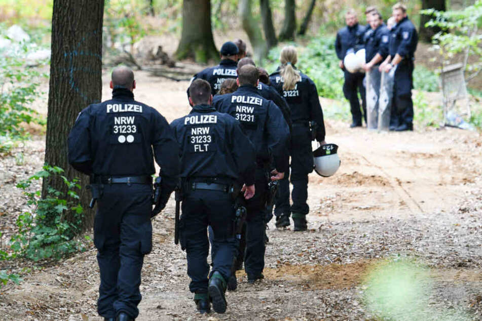 Gewalt-Eskalation im Hambacher Forst: Polizei mit Zwille beschossen
