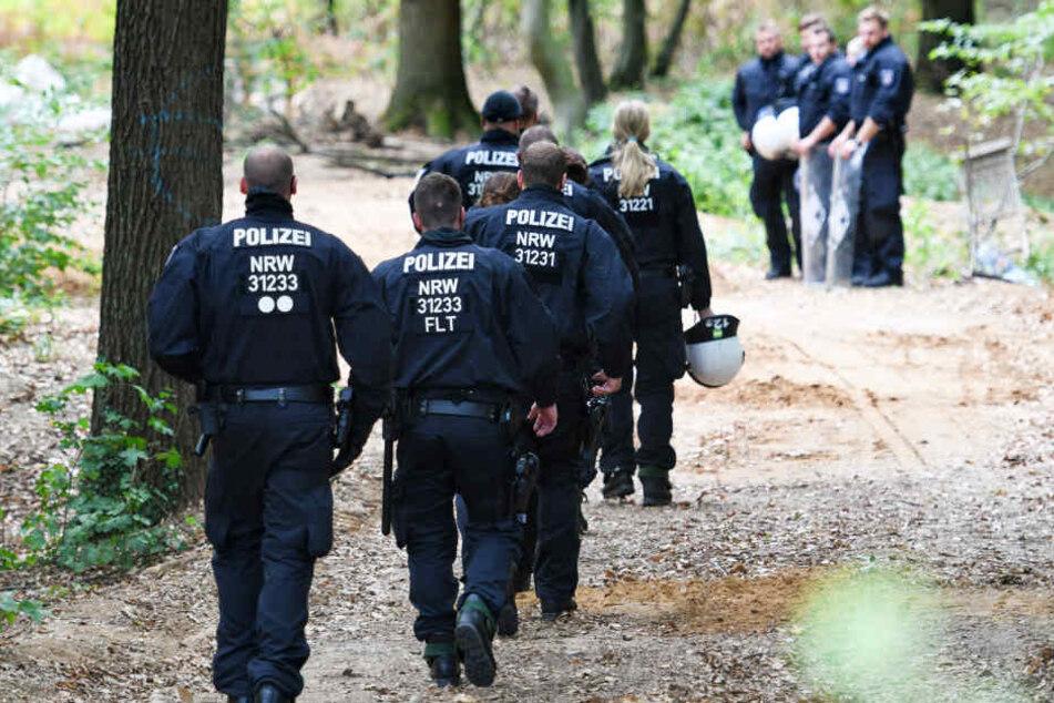 Polizisten im Hambacher Forst.