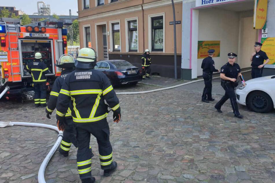 Feuerwehr und Polizei sind im Einsatz.