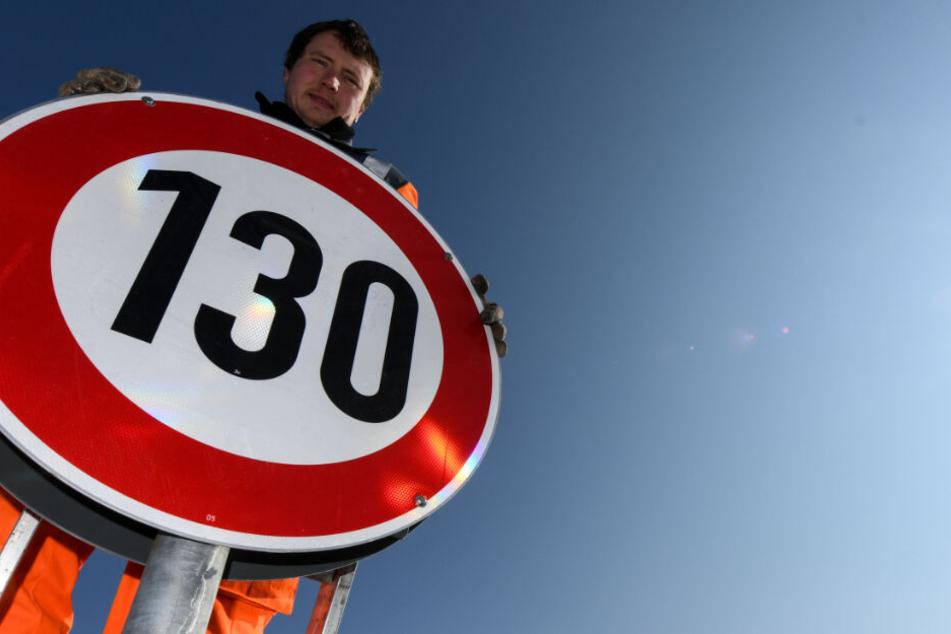 Seitdem Überlegungen einer Arbeitsgruppe bekannt wurden, sorgt das Tempolimit von 130 Stundenkilometern für Diskussionen. (Symbolbild)