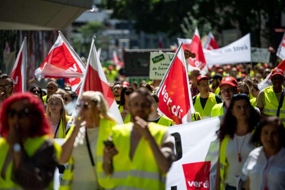 Galeria, Karstadt und Real betroffen: Mitarbeiter streiken für höhere Löhne im Einzelhandel