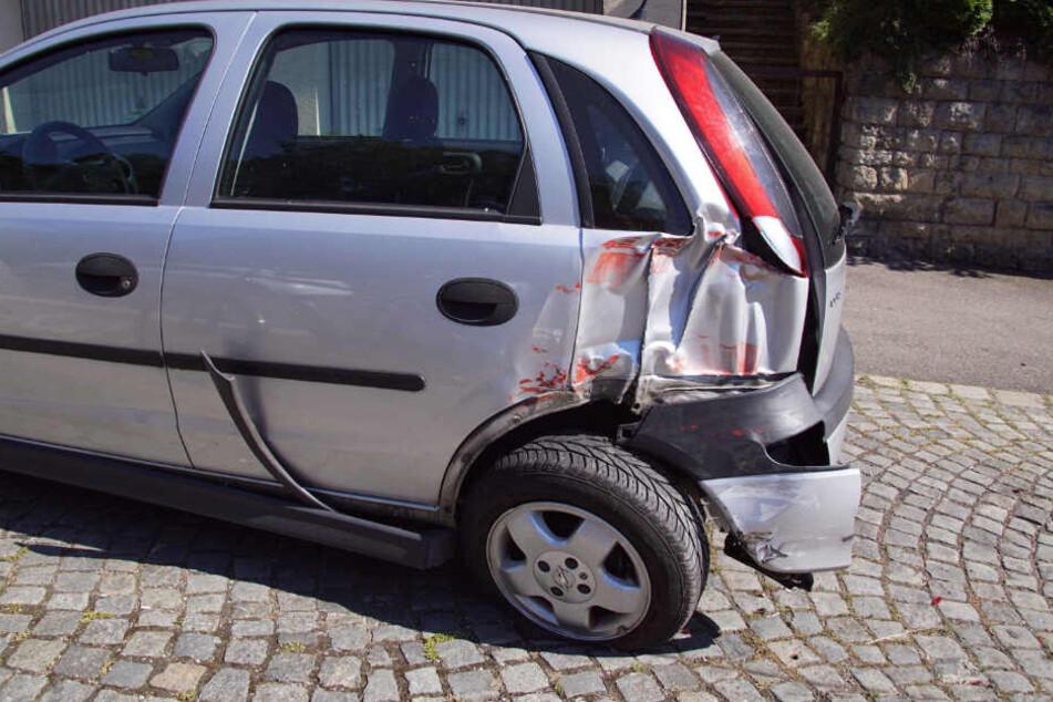 An diesem Opel Corsa entstand möglicherweise Totalschaden.