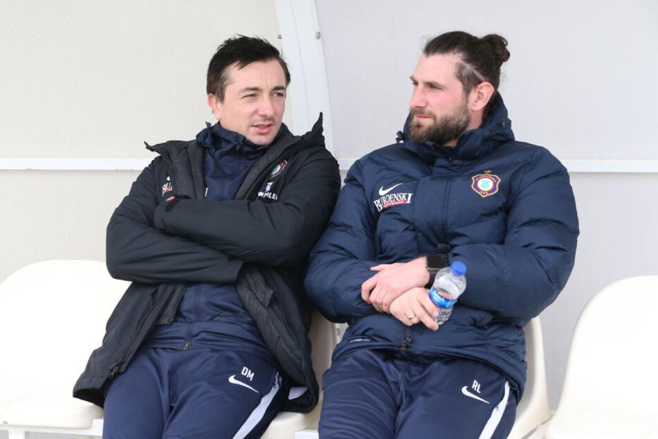 Coach Daniel Meyer (l., mit Co-Trainer Robin Lenk) will mit seinem Team am Sonntag gegen die Zebras aus Duisburg unbedingt drei Punkte einfahren.