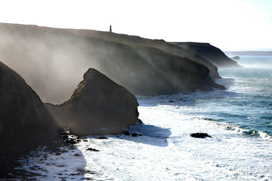 Eine Nebelwand bewegte sich am Montag auf die Küste des englischen Eastbourne zu (Symbolbild).