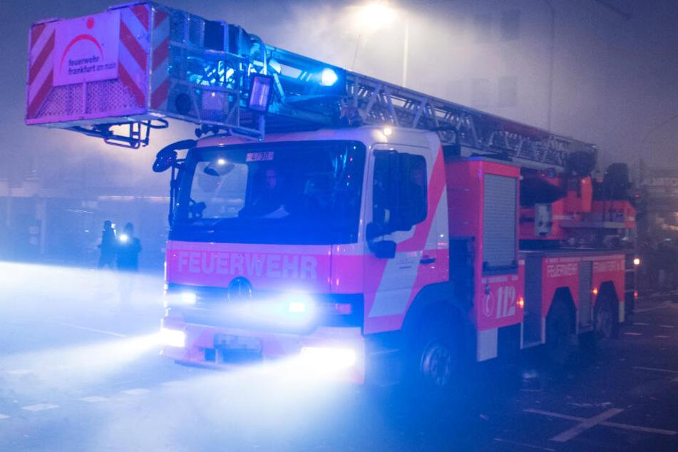 Mit Hilfe einer Drehleiter konnte das Feuer rasch gelöscht werden (Symbolbild).