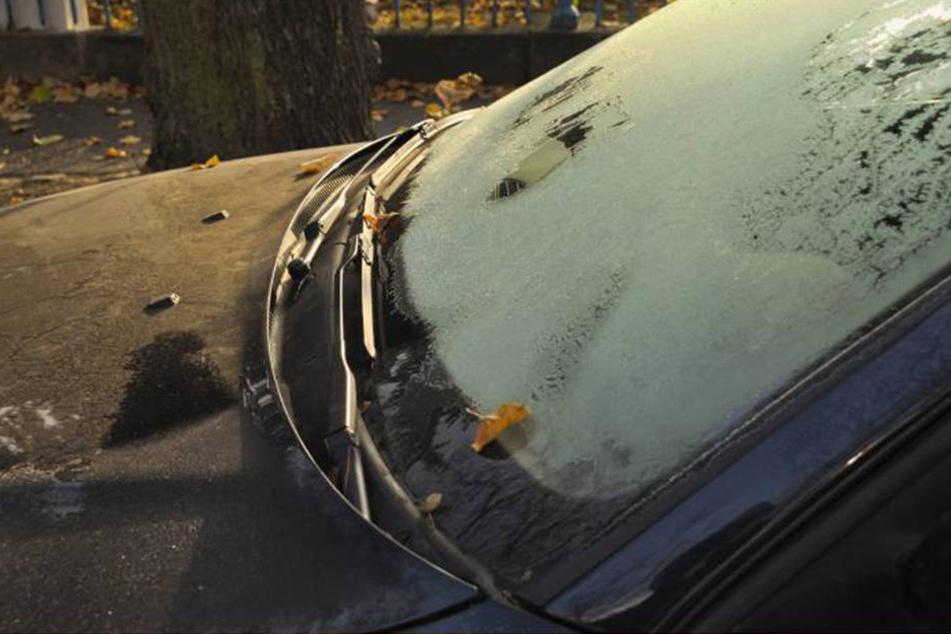 Die vereisten Scheiben des Wagens wurden dem Dieb wohl zum Verhängnis... (Symbolbild).