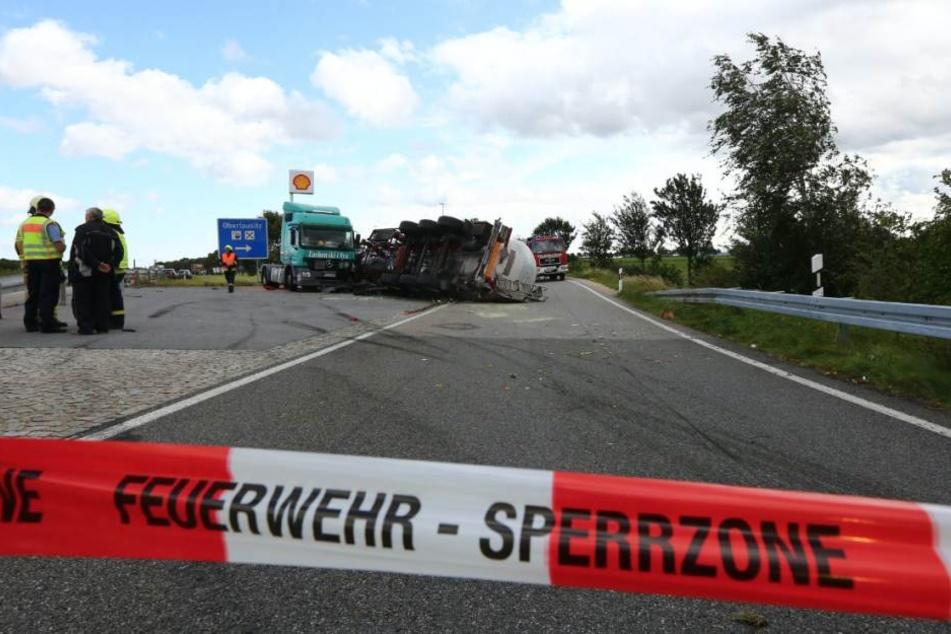 Die Einfahrt zum Rastplatz Oberlausitz wurde gesperrt. Es staut sich auf der Autobahn.