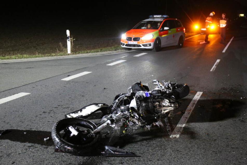 Der Fahrer des Motorrads starb noch an der Unfallstelle.