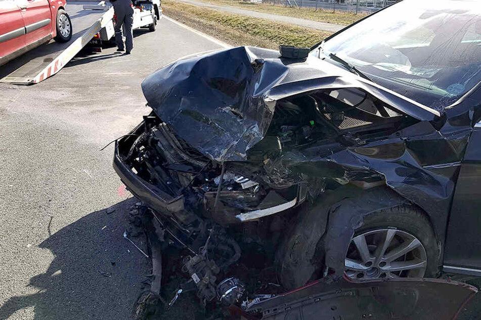Bei dem Crash wurden drei Personen verletzt.