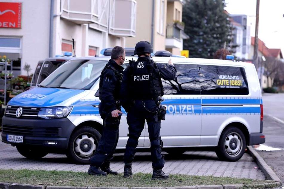 Die Polizei ist mit einem Großaufgebot vor Ort.