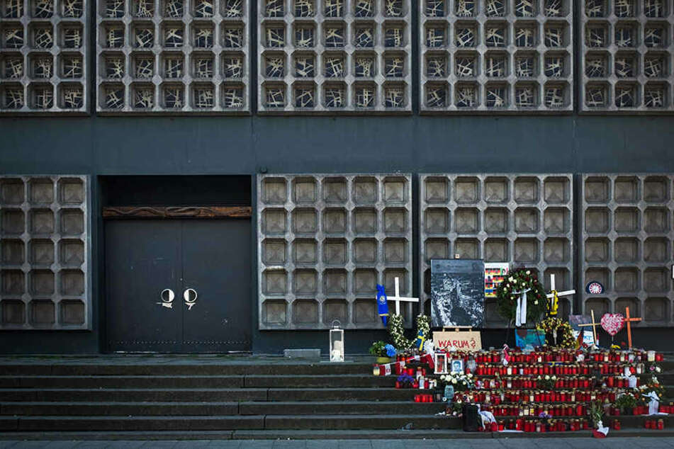 Eine Gedenkstelle für die Opfer an der Gedächtniskirche: ein Ort der Anteilnahme.