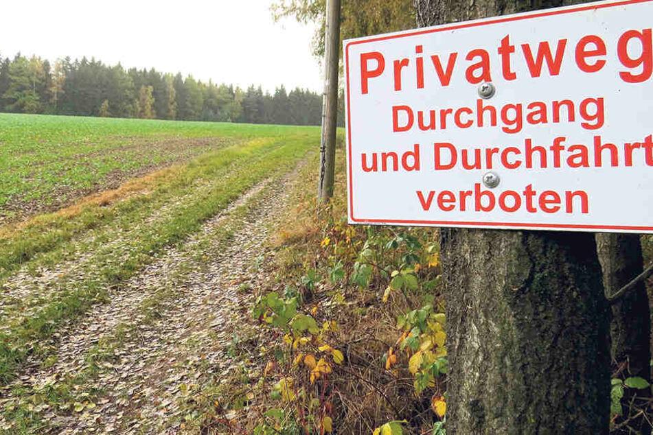 Dieses Verbotsschild unterbricht den 7000 Kilometer langen Wanderweg. Der Grundstückseigentümer ist in diesem Fall im Recht.