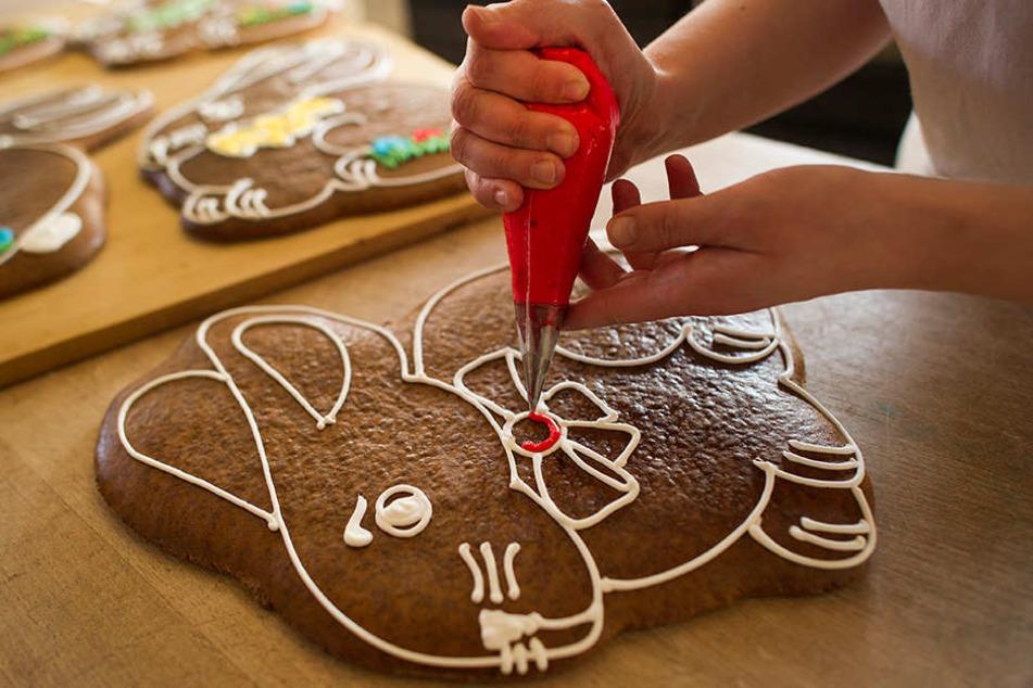 Pfefferkuchen gehören seit Jahrhunderten zur Pulsnitzer Tradition, gern auch liebevoll mit der Hand verziert.