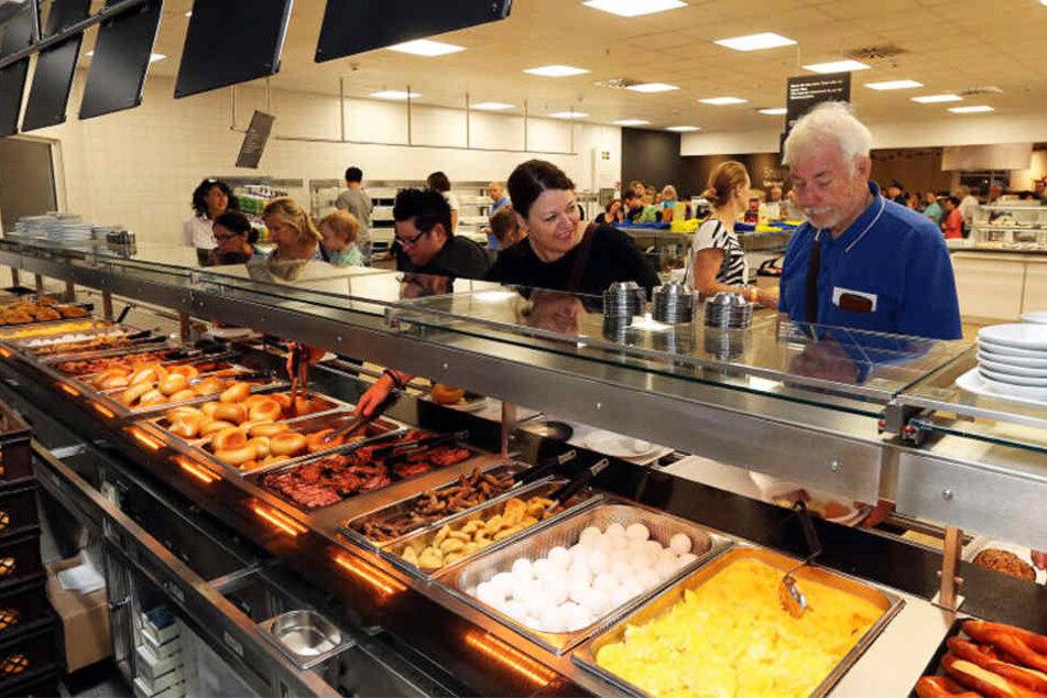 Endlich gibt es wieder schwedisches Essen bei IKEA. Für die Family-Card-Inhaber gab's am Mittwoch ein Gratis-Frühstück.