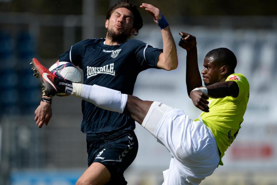 Jose-Junior Matuwila (r.) wurde beim Spiel in Großaspach rassistisch beleidigt.