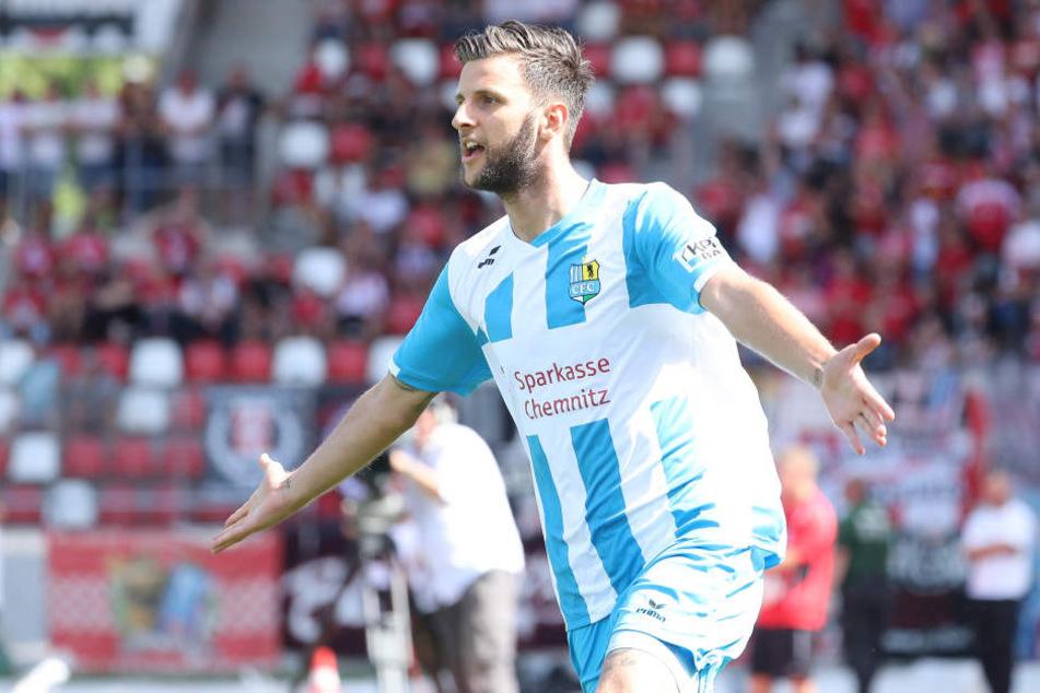 Torjubel nach dem Treffer zum 0:1 durch Torschütze Dejan Bozic.