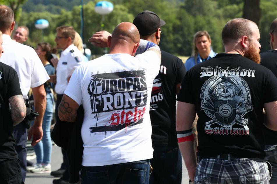 Neonazis bei einem Rechtsrock-Festival. (Archivbild)