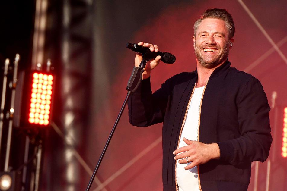 """Sänger Sasha (49) soll auf der prominenten Gästeliste des """"Free ESC"""" stehen."""