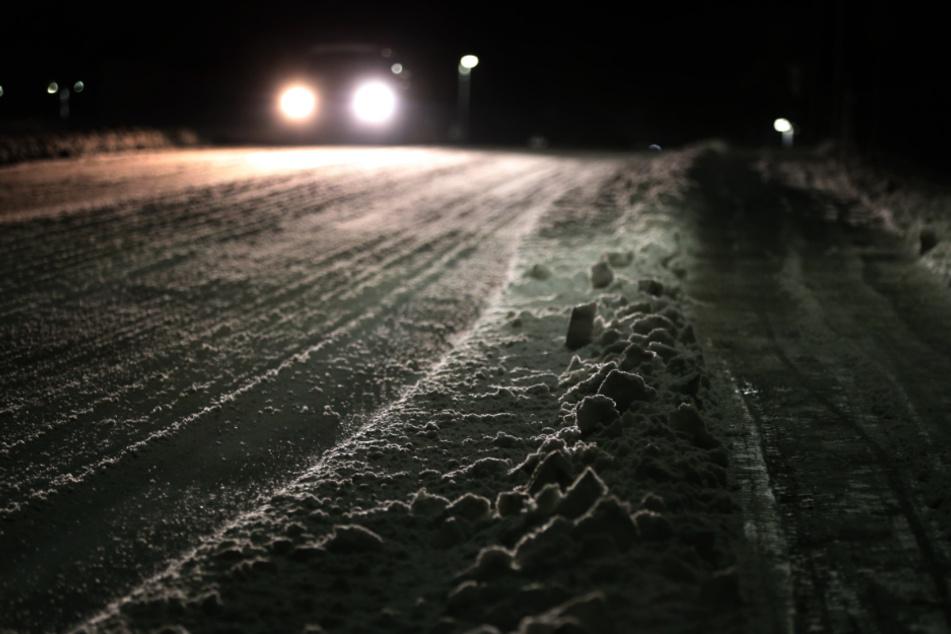 Für Autofahrer in Bayern ist aufgrund der Witterung auch in den nächsten Tagen Vorsicht geboten. (Symbolbild)