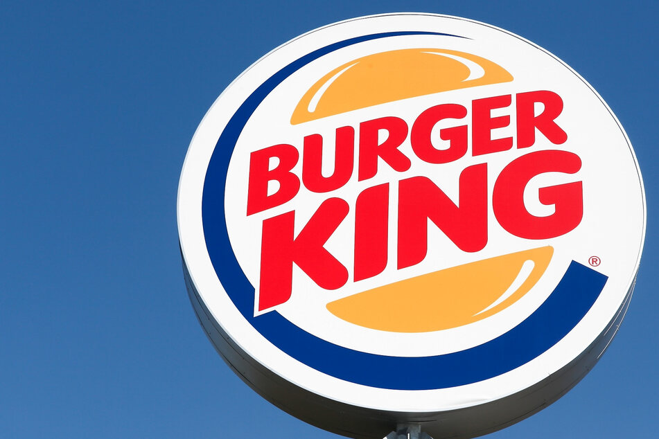 "Burger King announces ""new"" logo, leaving customers confused"
