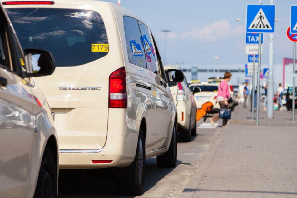 Die Taxifahrer legen für mehrere Stunden ihre Arbeit nieder. (Symbolbild)