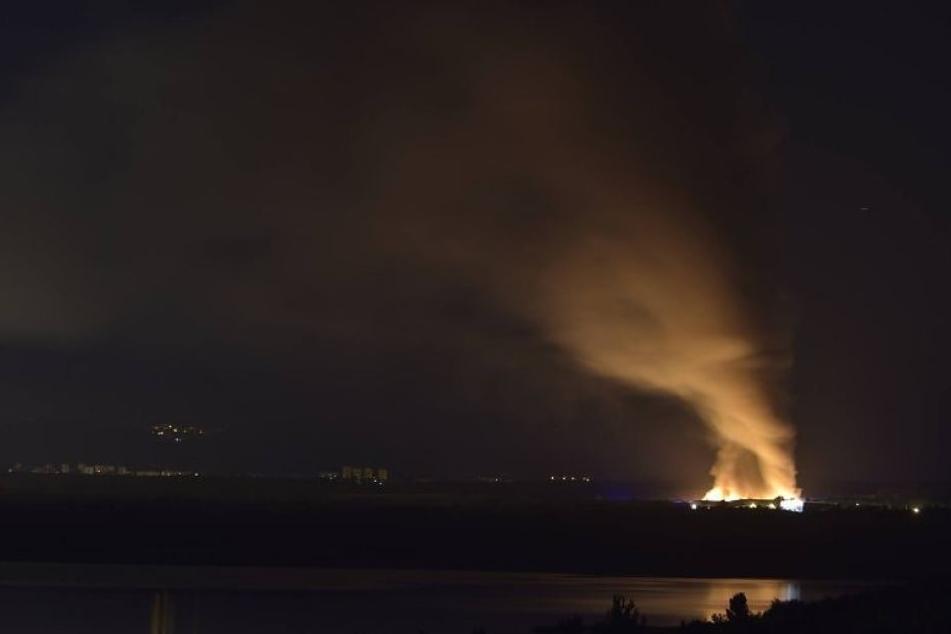 Das Feuer war schon in der Nacht weithin sichtbar.