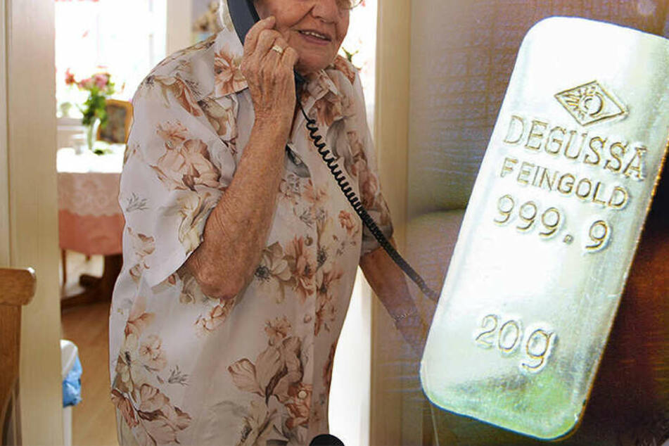 Rentnerin büßt Goldbarren und 9000 Euro ein: Enkeltrickser lassen sich Beute jetzt sogar anliefern