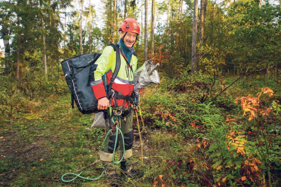 Voll ausgerüstet: Sicherheit geht bei den Baumkletterern vor. Deshalb hat jeder auch seine eigene Ausrüstung.