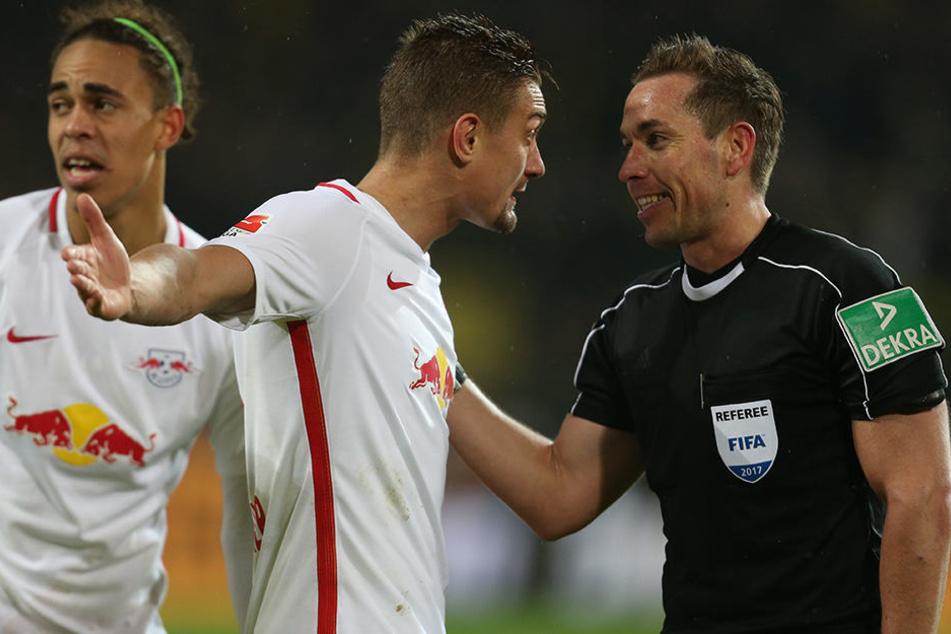 Im Spiel bei Borussia Dortmund (0:1) hatte Ilsanker seinen Ärger über die Leistung vom damaligen Schiedsrichter Tobias Stieler auf dem Platz Luft gemacht.