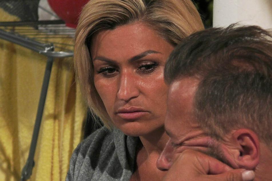 Jasmin Herren platzt der Kragen: Ihr Mann wurde am Arsch gepackt!