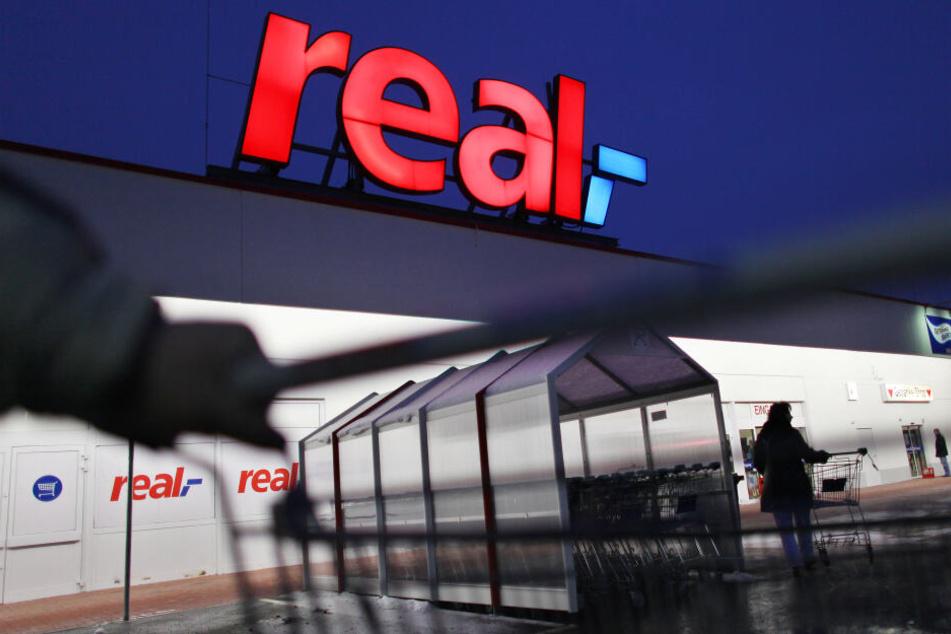 Supermarktkette Real endgültig verkauft: Mitarbeiter zittern weiter