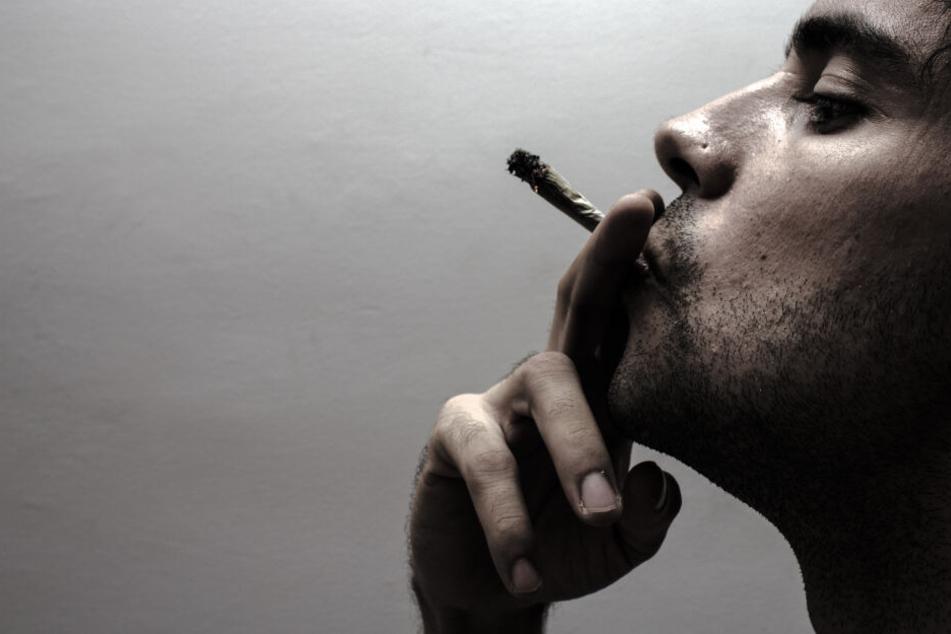 Der Mann wollte in dem Gebäude eigentlich nur einen Joint rauchen. (Symbolbild)