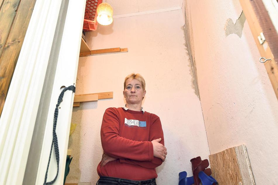 Nachbarin Liane Weßollek (49) hat  die heftige Explosion auch die Wand verschoben.