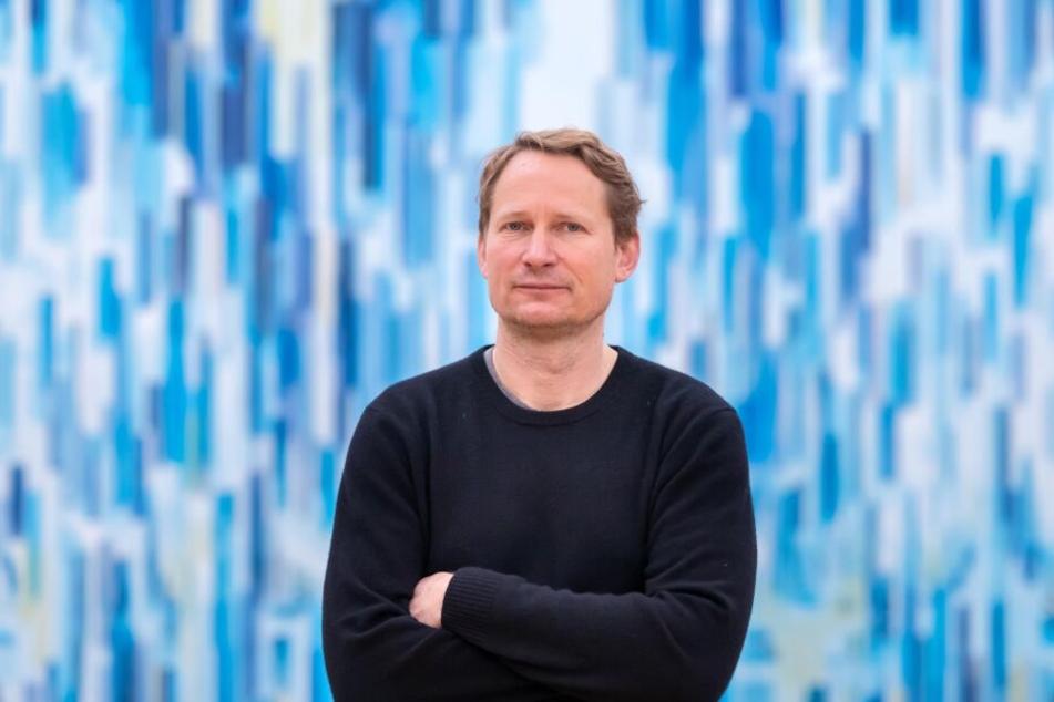 Der Leipziger Maler David Schnell (48) entwarf für die Kunstsammlungen eine Glasmalerei, die dauerhaft in ein Fenster eingebaut wird.