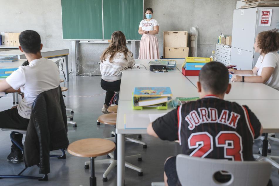 Lernbrücken sollen Schüler helfen, in den Sommerferien in speziellen Förderkursen coronabedingte Wissenslücken zu schließen.