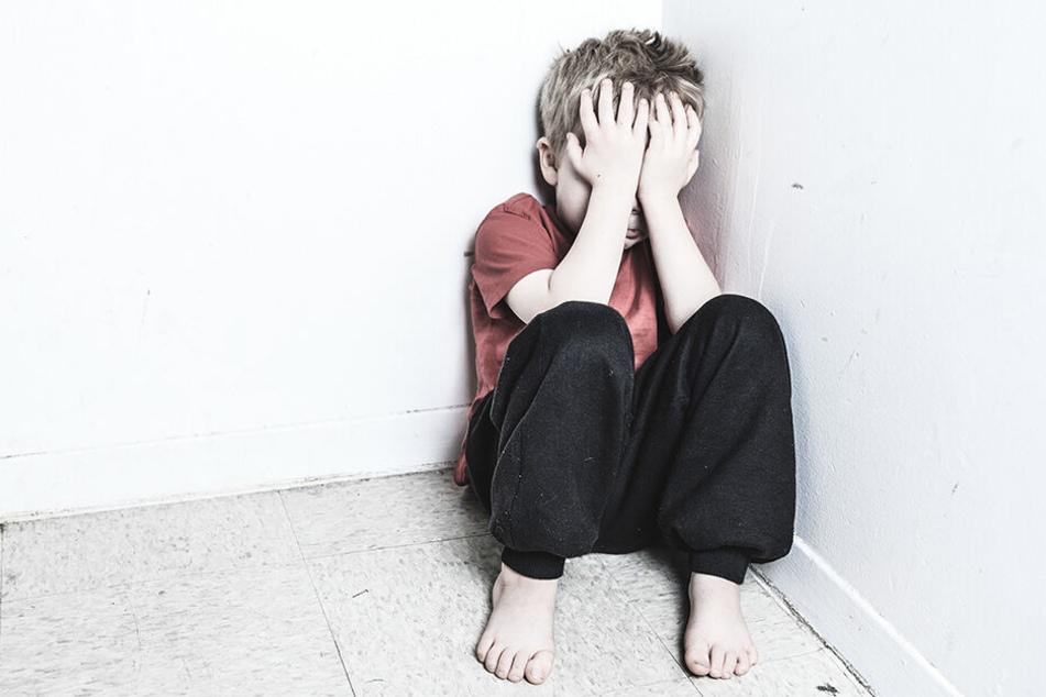 Der heute erwachsene Mann wurde als Kind sexuell missbraucht. (Symbolbild)