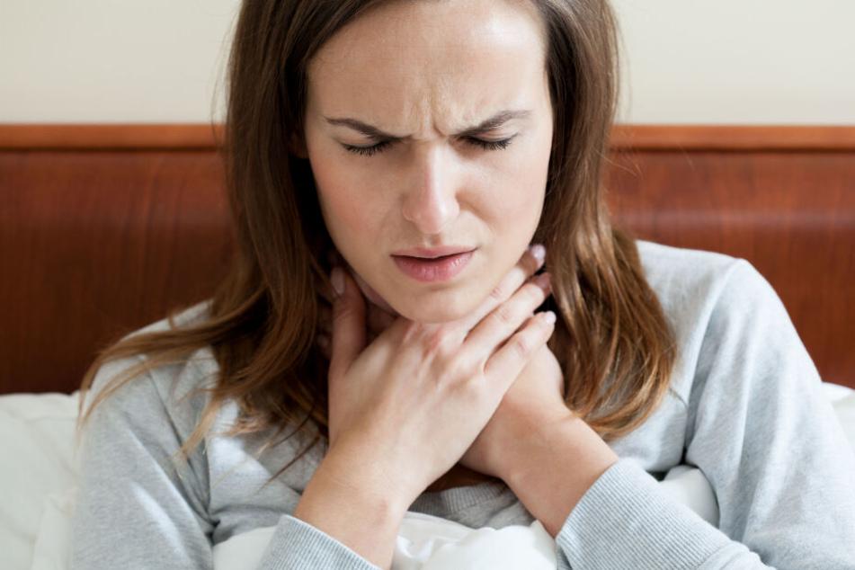 Seit fünf Jahren quälte sich die Frau mit einem geschwollenem Hals herum. (Symbolbild)