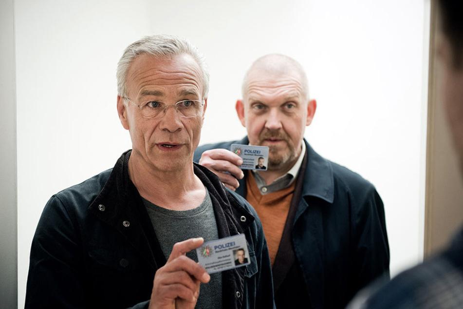 Die Kommissare Max Ballauf (Klaus J. Behrendt, l) und Freddy Schenk (Dietmar Bär, hinten).