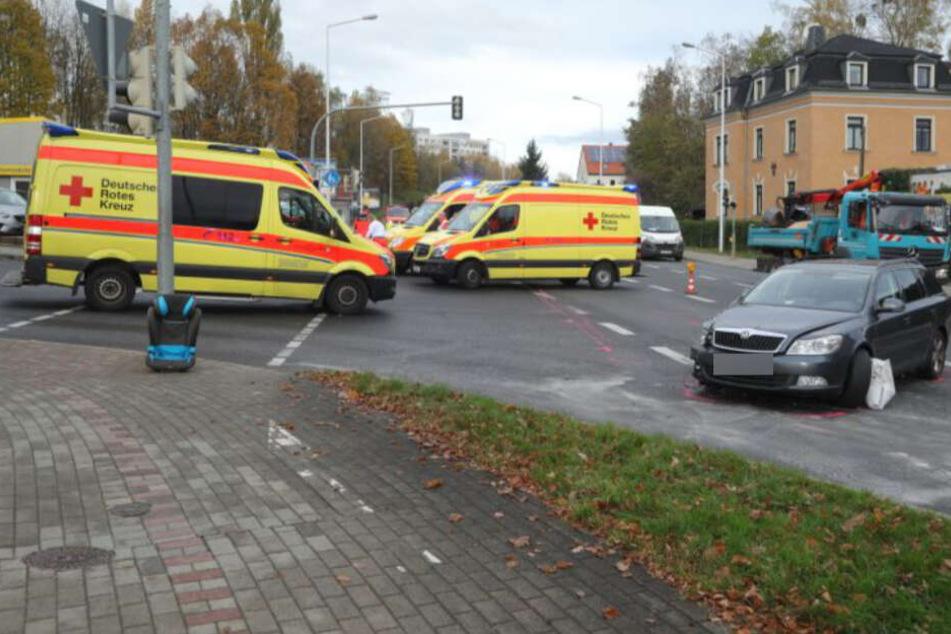 Dresden: Unfall in Freital: Auto kracht mit LKW zusammen, drei Verletzte!