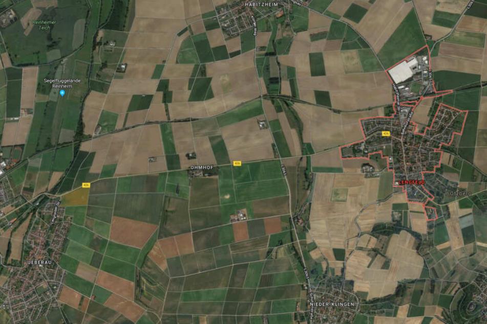 De Unfall passierte auf L3065 in Lengfeld, ein paar Hundert Meter nach der Einmündung zum Reinhard-Müller-Ring.