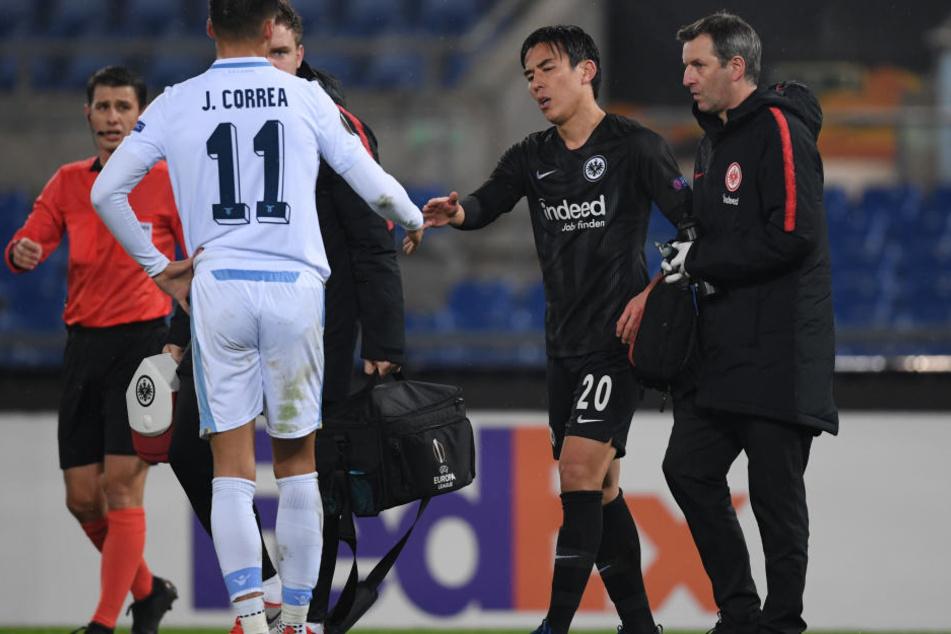 Makoto Hasebe musste bei der Partie in Rom verletzt vom Feld.