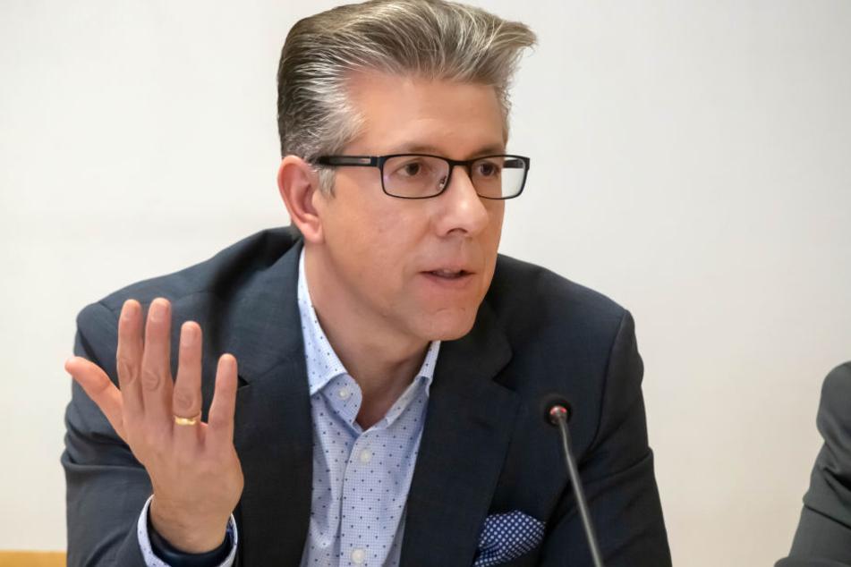Sozialdezernent Ralph Burghart (48, CDU) freut sich, dass die Verwaltung des sächsischen Olympiastützpunktes komplett nach Chemnitz zieht.
