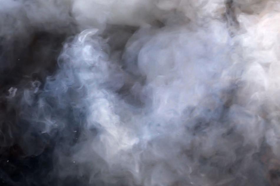 Es entstand vermutlich ein Schwelbrand, der Rauch entwickelte. (Symbolbild