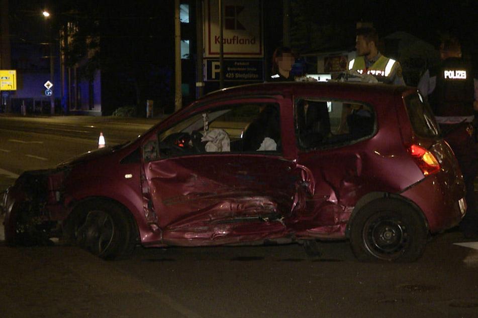Die Fahrerin des Renault wurde schwerverletzt in ein Krankenhaus gebracht.