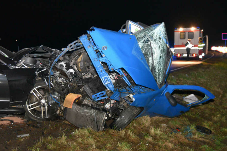 Bei dem Unfall kam der Fahrer des blauen Fiat ums Leben.