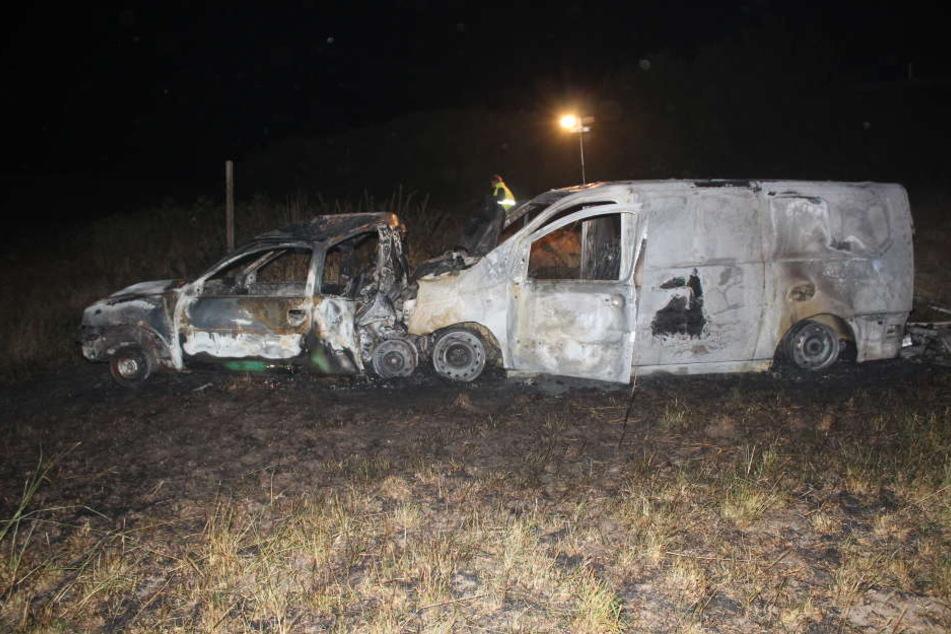 Der Lieferwagen-Fahrer rettete die Pkw-Fahrerin noch aus dem brennenden Wagen, dennoch starb sie kurze Zeit später.